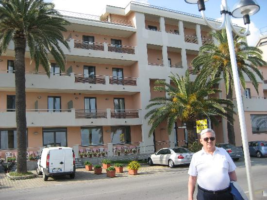 Hotel Villa Marina: Me in front of the Villa Marina