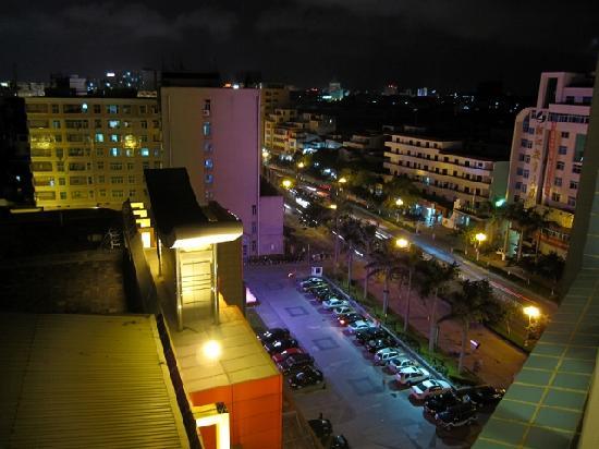 Jing Hu Hotel: 部屋から見た夜景