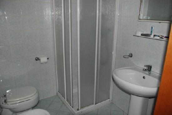 Nuova Aurora: Bathroom