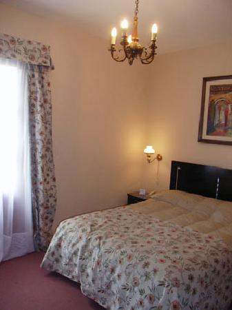 Hotel Beltran: 明るい室内