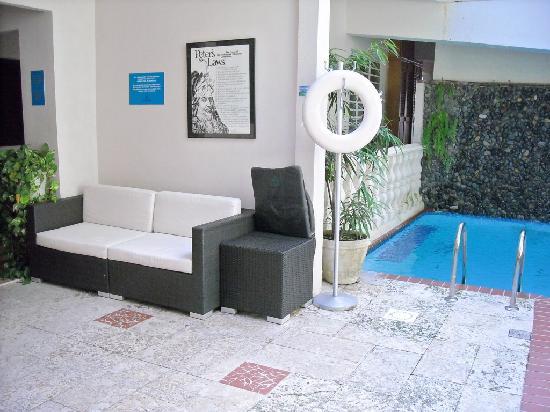 Oceana Hostal Playero: plenty of seating in the shaded common areas