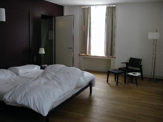 Schloss Binningen : room