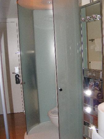 citizenM Amsterdam: That toilet