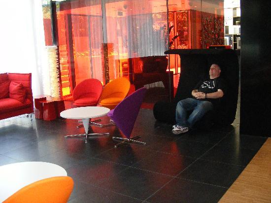 citizenM Amsterdam: reception