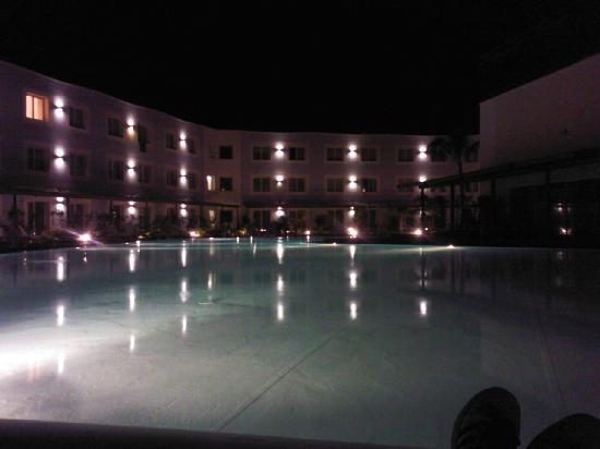 Nicotel Gargano : Piscina di notte