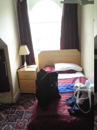 Manxdene Hotel: Bedroom, just after arriving