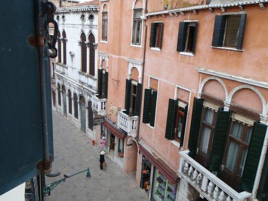 فينيس ريزورتس: Outside the window to the Left