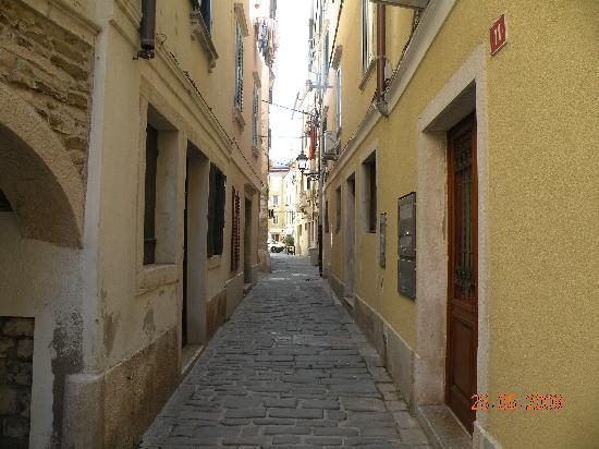 Izola, Slovenia: rues du centre du village