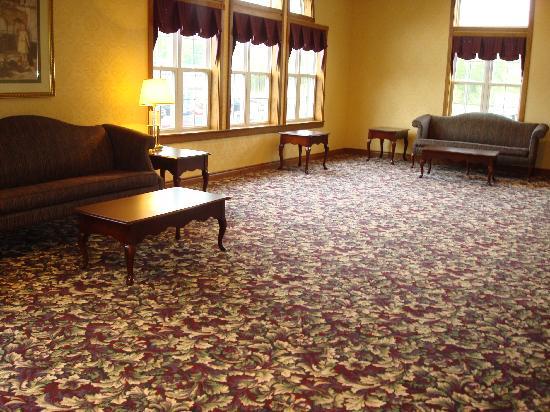 Days Inn Grayling : 2nd floor balcony/gathering area