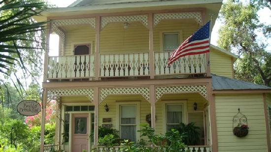 Cedar Key Bed and Breakfast: The front view