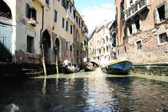 Met Restaurant: the canals