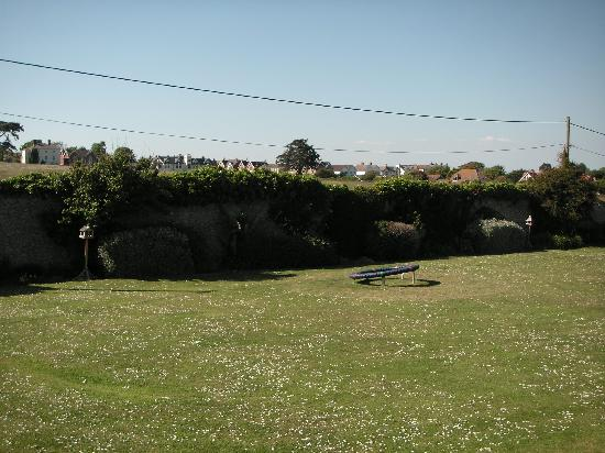 Freshwater Bay Country House: Side garden
