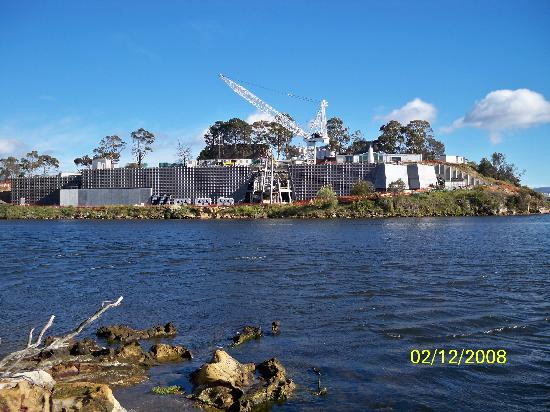 Berriedale, Australia: MONA building seen from across the river