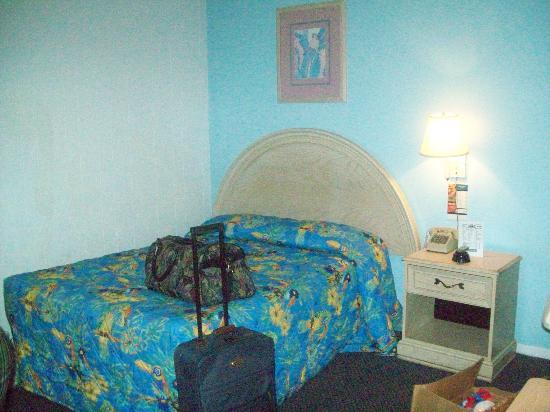 Viking Ocean Front Motel: first bedroom
