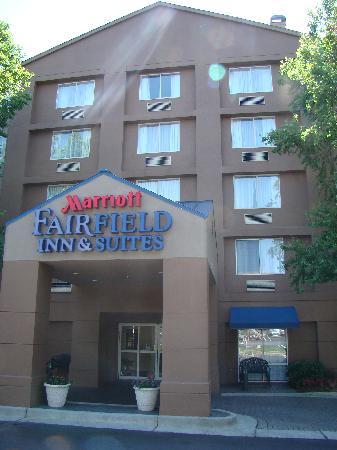 Fairfield Inn & Suites by Marriott Atlanta Perimeter Center: Front Entry