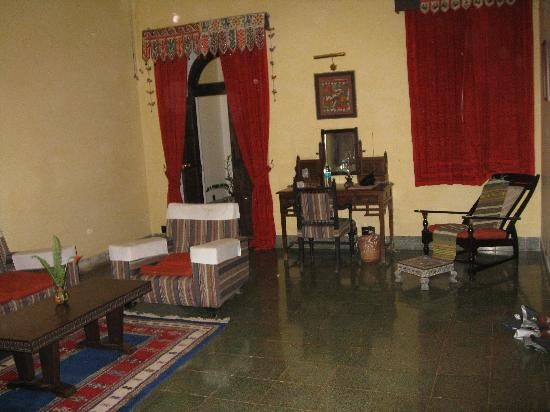 Hotel Jhira Bagh Palace: sitting area of the huge gujrat room of the hotel