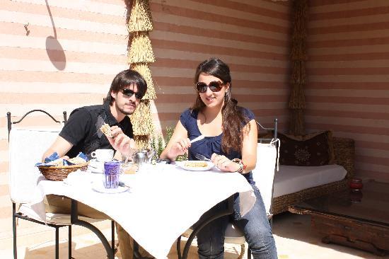 Riad Aguaviva: desayunando en la terraza