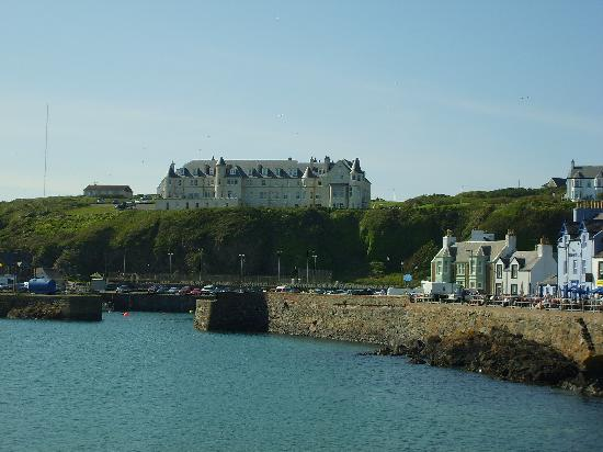 Portpatrick, UK: The Hotel's dominating position overlooking the harbour.