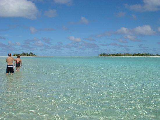 Black Pearl Charters Cook Islands Walking To Honeymoon Island