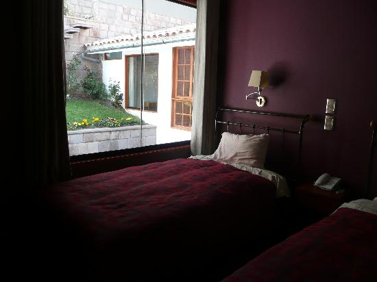 MamaSara Hotel: Room with twin beds