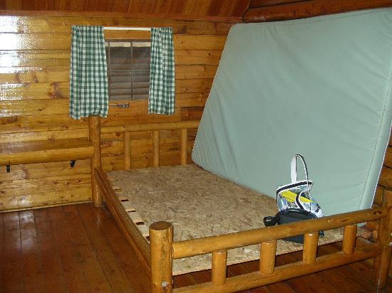 Myrtle Beach KOA Kampground: Full size bed