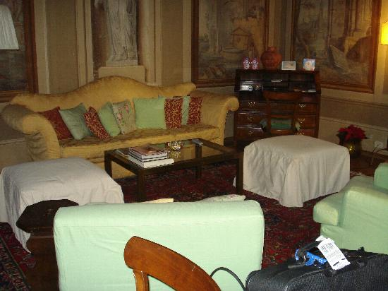 Palazzo Antellesi: The living room in one of the apartments