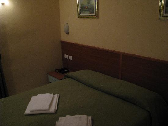 Hotel Brianza: Bed