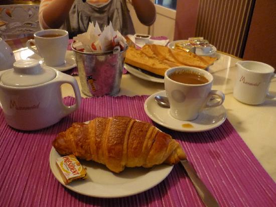 Marmotel Etoile: 朝食はこんな按配。