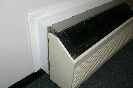 Studio 6 - Savannah: the a/c unit was VERY dirty and nasty