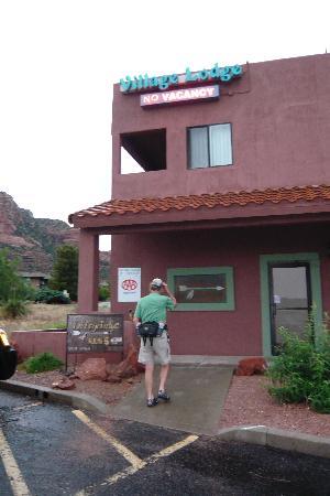 سيدونا فيليدج لودج: Lodge exterior from parking lot