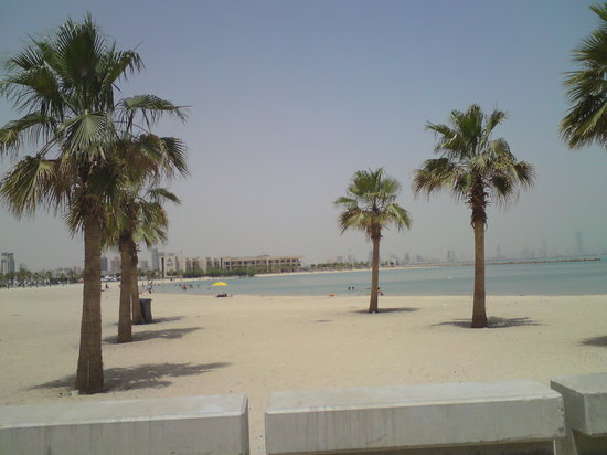 Kuwait: Beach at Salmiya