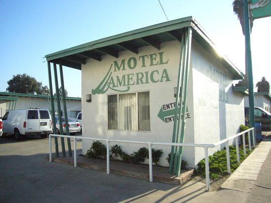 Motel America: Entrance
