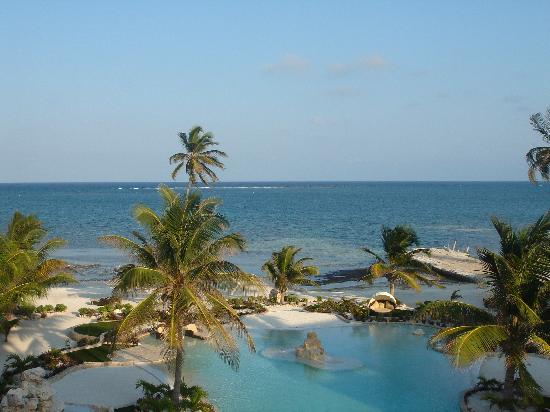 Coco Beach Resort: The view from our room - not bad...