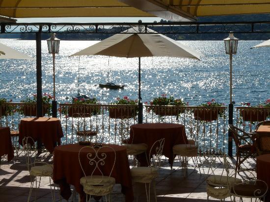Meina, Italie : terrazzo sul lago