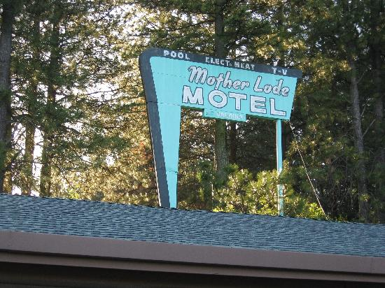 Mother Lode Motel: Old style motor court, but well kept!