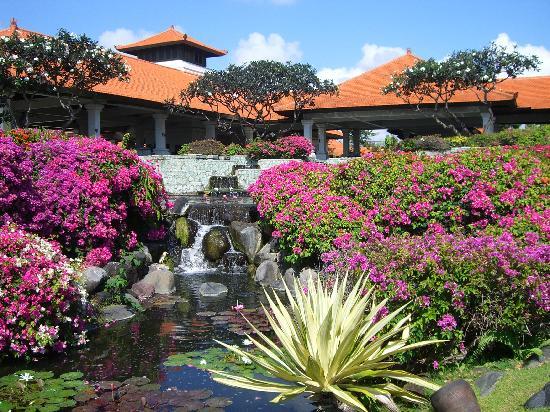 Grand Hyatt Bali: 花が咲き乱れる庭