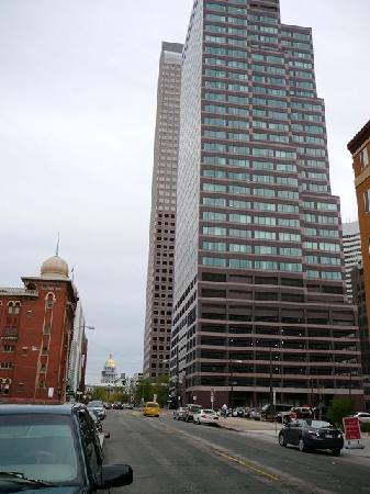 Hampton Inn & Suites Denver Downtown: Blick von vor dem Hotel auf das State Capitol