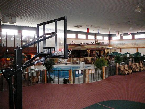 Dodge House Hotel & Convention Center: Die Halle, von der die Zimmer abgehen