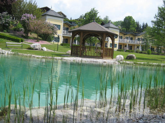 Genussdorf Gmachl - Hotel & Spa: Swimming Pond