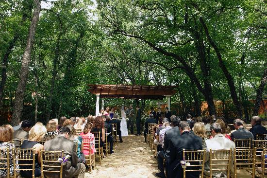 The Wildwood Inn: Wedding area with pergola