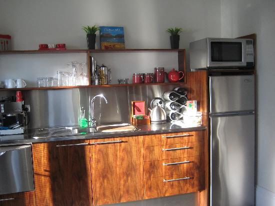 Two Four Two Boutique Apartments: Terrace Kitchen