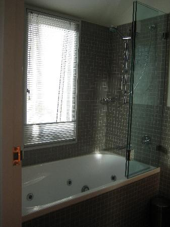 Two Four Two Boutique Apartments: Terrace Bathroom