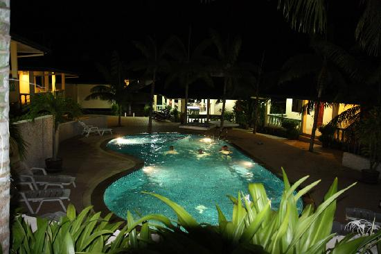 Samui Reef View Resort: The pool by night