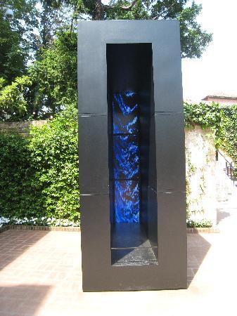 พิพิธภัณฑ์ศิลปะเพกกี กุกเกนไฮม์ คอลเลคชัน: Entrance Sculpture - Refreshing