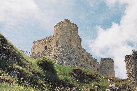 Abruzzo Segreto Navelli: abruzzo-il castello di rocca calascio-20 km da navelli