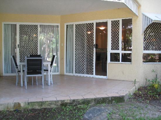 Trinity Links Resort and Apartments: Ground floor verandah
