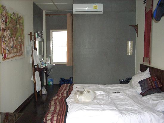 Eco Resort Chiang Mai: great bedroom/shower room