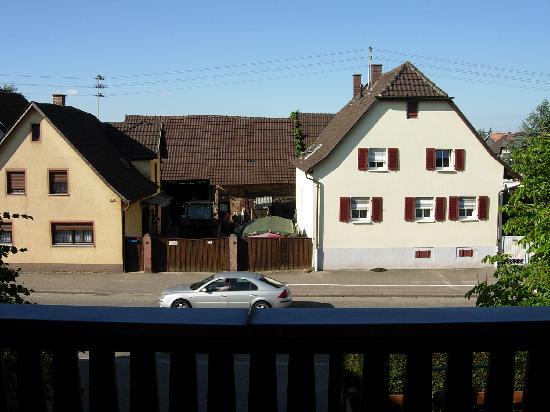 Hotel Rheintal : vue du balcon sur la route principale