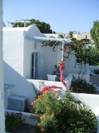 Santorini Kastelli Resort : our room exterior