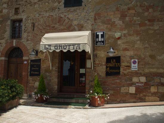 Ristorante La Grotta : Restaurant Entrance